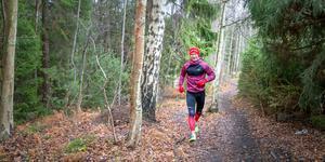 """Fredrik Heyman springer fem till sju mil i veckan, alltså runt 300 mil per år. """"Jag tränar inte för att bli snabbare och kör exempelvis sällan intervallträning, utan jag tränar för livet"""", säger han."""