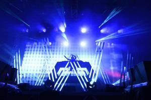 Alan Walker är född i Bergen Oslo och  rankades som nummer 17 i tidskriften DJ Mags top 100 2017.