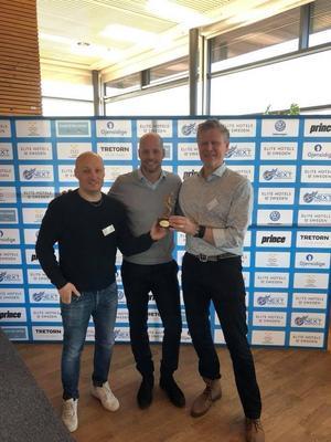 Från vänster; Patrik Backman Chefstränare, Christer Sjö Generalsekreterare Svenska Tennisförbundet, Urban Lundqvist Klubbchef Foto: Privat