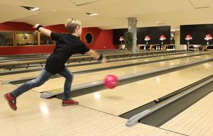 Vince Agnemyr fyllde nyligen 10 år. Det firade familjen med bowling på Strike på söndagen.