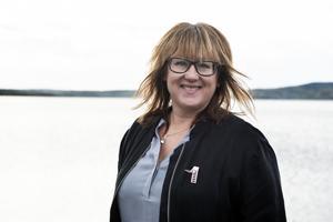 Anette Eikelboom Sällström är enhetschef på fritidsenheten och bemöter kritiken om  besparingarna på isytor i Örnsköldsviks kommun.