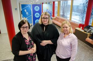 Polina Janson Larsson (KD), Viktoria Jansson (M) och Ina Lindström-Skandevall (L) är nöjda över att flera av de nedläggningshotade skolorna ser ut att bli kvar.