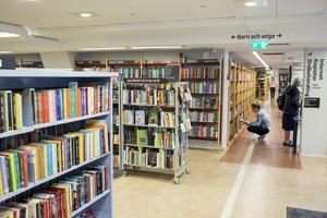 Politikerna måste bli medvetna om att biblioteken kanske är det viktigaste sociala rummet för medborgarna, där alltmer kunskap och kompetens erbjuds, allt från folkbildningen i fråga om digitala tjänster till riktade och breda insatser för att främja läsandet, skriver signaturen Pandora.