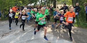 Blixtnabb start - Minijoggen i Axberg lockade både snabba sprinters och småttingar som debuterade i löparspåret.