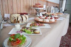 I bygdegårdens kafé är Oaxenmackan mest populär, berättar föreningens volontärer.