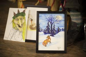 Anna-Karin Gomes har målat bilderna till sagorna, men i vanliga fall jobbar hon inte barnkonst.
