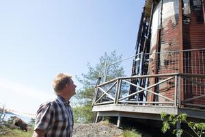 Alla trädelar på tornet är förstörda, konstaterar Claes Johansson.