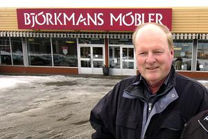 Bengt Holmqvist är förutom känd inom travet också bekant för många i södra Hälsingland som tidigare ägare till möbelvaruhuset Björkmans i Bollnäs.