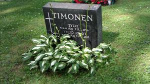 Viljo Timonens gravsten i Finland. Här vilar även makan Sylvi som avled 1996.