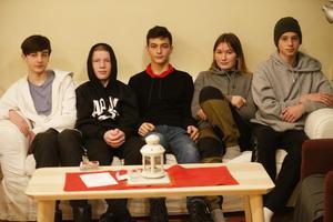 Fem av niorna på Mariaskolan. Neo Mossbäck, Maximilian Hallqvist, Corneliu Patrulescu, Gita Merai och Viggo Vindrelid.