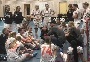 Västerås Rönnby efter förlust mot Pixbo.Bild: Lena Andgrim