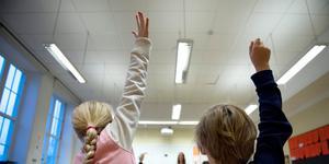 Skolverket har inga synpunkter på hur stora eller små klasserna är så länge eleverna lär sig det de ska. (Foto: Jessica Gow / TT)