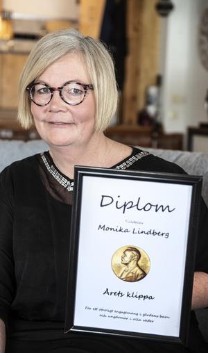 2017 mottog Monika Attentions Nobelpris som Årets klippa.