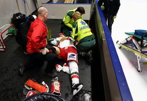 Moras Robin Johansson fick vård efter matchen efter att han vridit högerfoten i samband med en domarkollision. Foto: Peter Holgersson/Bildbyrån