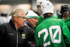 Stefan Karlsson (vit mössa) är i dag tränare i Hammarby i elitserien.
