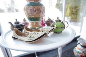 Uterummet är inrett med presenter och souvenirer.