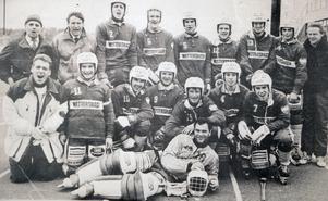 Wettershaga GoIF vann division 2 Stockholm 91/92 – och tog för första gången därmed klivet upp i Sveriges näst högsta serie, division 1 östra (nuvarande allsvenskan). Ett antal spelare saknas på bilden, däribland Hans-Åke Elfving och Göran Fransson.