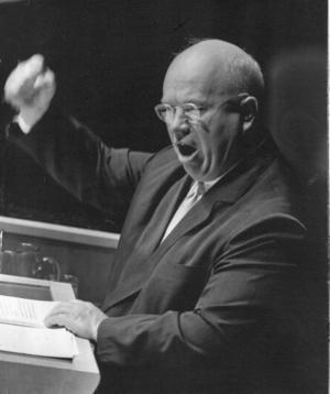Nikita Chrusjtjov. Bilden från det ökända tal som Chrusjtjov höll i FN 1960, då han bland annat tog av sig en sko och bankade i talarstolen.Foto: Scanpix
