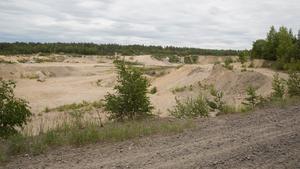 Bastmoragropen är den första plats som bebyggs, enligt Jehanders planer för Underås. Den ingår i täktområdet, men bolaget bedriver ingen verksamhet där längre.