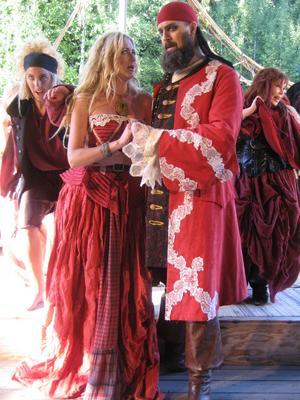 Grevinnan och greven, med Cherubin och Susanna i bakgrunden