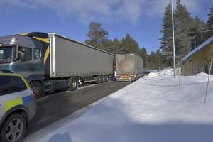 Utländsk lastbil med dåliga däck blev stående och stoppade trafiken. Något som drabbar trafiken än oftare på E45:an vid Emådalen.
