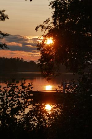 Tre solar över Långforsen 12 juli. Foto: Kjell Gustafson