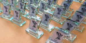 Efter fem deltävlingar var det många pokaler och priser från Lermakeriet som skulle delas ut till deltagarna. De barn som deltog i tre av fem deltävlingar fick alla priser liksom de vuxna som deltog i fyra av fem möjliga. Läsarbild: LINDA ÅSBERG