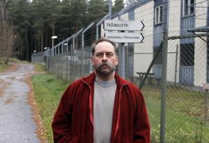 Anders Gunnarsson sitter på den öppna anstalten Rödjan sedan i våras, för att ha slagit ihjäl sin bror Jörgen.