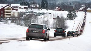 Bilköer kan skapa frustration, men Johan Alm, gruppchef trafikpolisen Dalarna, uppmanar till lugn.