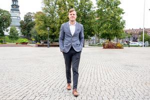 Tomas Öberg är tillbaka i hemstaden. Med ny lägenhet, ny bok och nya framtidsplaner. – Jag gick bygg på Ullvigymnasiet och var så trångsynt då att jag trodde att det inte fanns andra val. Idag hade jag valt helt annorlunda, säger han.