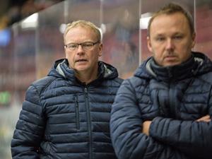 Per Bäcklin, till vänster, leder Leksands J20-lag tillsammans med Mikael Karlberg.