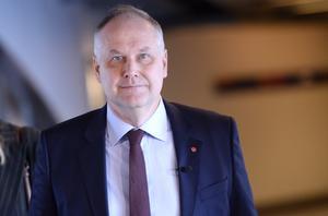 Vänsterledaren Jonas Sjöstedt är inte redo att släppa fram Stefan Löfven (S) som statsminister.                                                                    Foto: TT