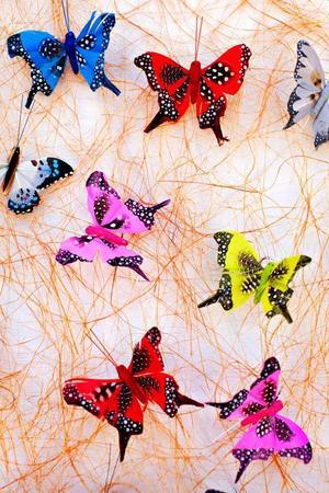 Konstgjorda fjärilar är populära.