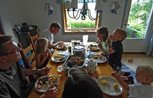 Fasta mattider tenderar att resulterar i sunda matvanor, det visar i alla fall studier i USA.
