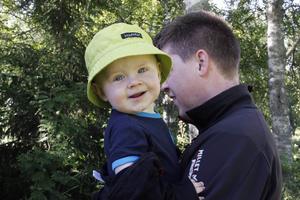 Aron Nordlén följde med familjen på sin första geocachingrunda när han bara var ett par dagar gammal.