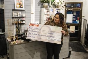 Sveriges bästa butiksbiträde, Marie Svedberg, jobbar på Nana's i Stenstan.