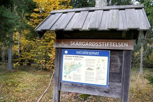Det finns 112 naturreservat i kommunen. Riddersholm naturreservat är en av de större och förvaltas av Skärgårdsstiftelsen. Antagligen kommer större delen av de stormfällda träden få ligga kvar, enligt de bestämmelser som gäller för naturreservat.