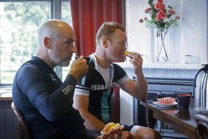 En fikapaus är ett viktigt inslag för ett bra cykelpass enligt Örebrotränarna.
