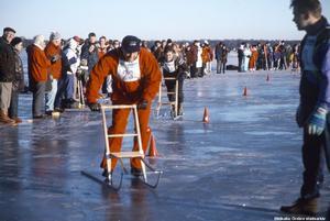Tävling i spark på Hjälmaren, 1995. Foto: Gunlög Enhörning