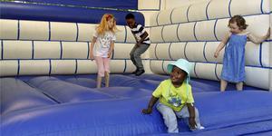 Även i år kommer det finnas en hoppborg för barnen på barn-och ungdomsfestivalen.