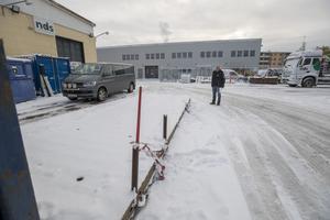 Borrmaskinen är ofta ute på arbeten runt om i Sverige och har ingen bestämd plats på innergården. Därför var det svårare att inse att just den saknades under måndagsmorgonen.