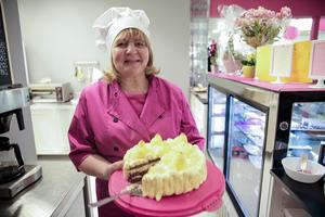 Susanne Damberg satsar på tårtor, bakverk och enklare maträtter varv en hel del italienskinspirerat.
