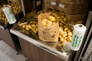 Mivas bruna matavfallspåse – ett alternativ till dagens plastpåsar i matbutikerna.