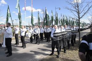 Nazistiska Nordiska motståndsrörelsen demonstrerar i Falun den 1 maj. Vid den planerade demonstrationen i Göteborg hoppas organisationen bli 1 000 demonstranter. Arkivbild.