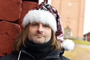 Kent Olsson berättade om sitt initiativ där han och Lotta Persson kommer att bjuda på julbord i Utemland på julafton.