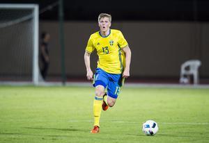 Precis som Lustig gjorde Joakim Nilsson debut i landslaget samma år som han lämnade klubben.