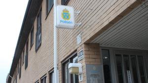 Polisen i Arboga har tagit emot en anmälan om skadegörelse på Brattbergsskolan.
