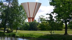 Den något förändrade formen på vattentornet innebär att pengar sparas på gjutformarna. Illustration: Nykvarns kommun