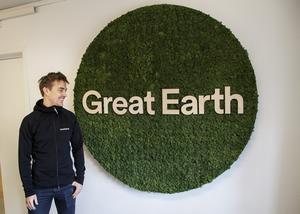 Viktor Jalkler är systerson till Anders Lindqvist och platschef på företagets lager och kontor i Hille.