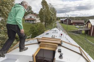"""Båten kommer ha två master. En som är 14 meter lång och en på 11 meter.""""Kan man segla en jolle kan man segla allting"""", menar Olof Hallenborg."""